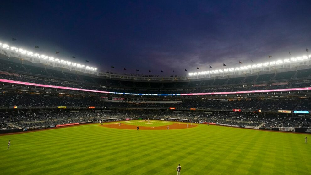 Yankees, Mets to lift capacity limits for vaccinated fans