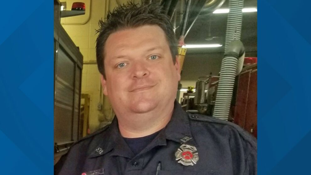 Ohio firefighter dies after collapsing at fire scene
