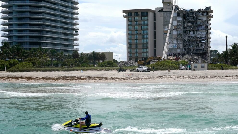 Families hold onto hope, Florida condo collapse death toll rises to 9