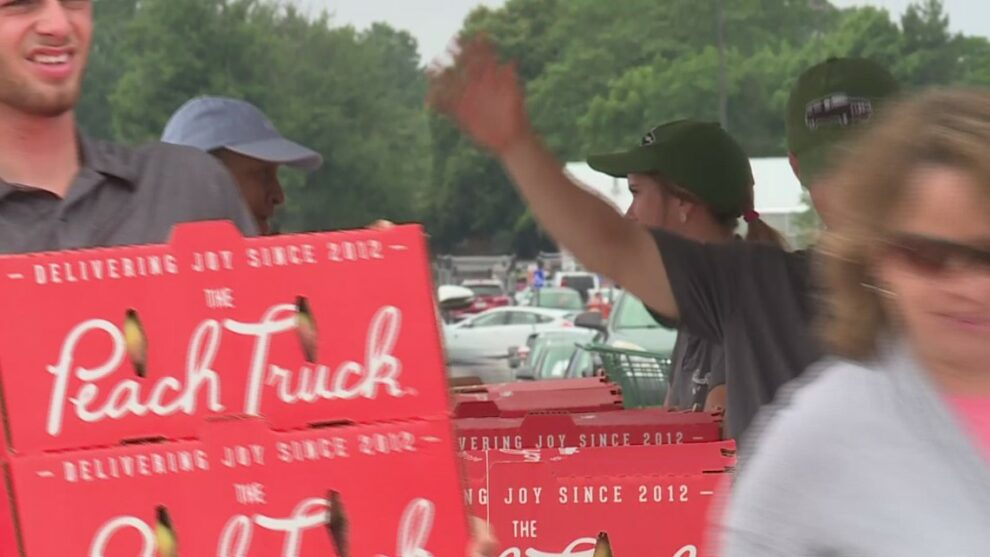 Infamous Georgia Peach Truck makes a stop in Northeast Ohio